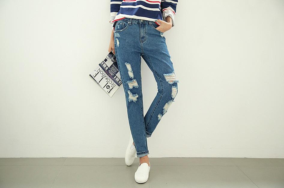 0ef25f82efa Голубые зауженные джинсы с отворотами и потертостями заказать по ...