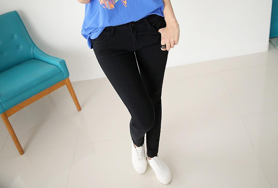 8452b8e136b Черные зауженные женские джинсы заказать по низкой цене - 2240 ...