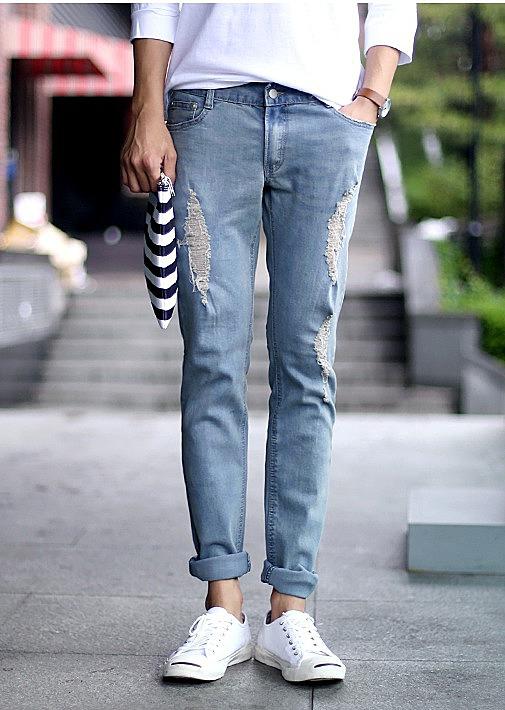 8ccedd9fdac Светлые мужские джинсы с заплатками купить по цене 4200 рублей. цвет ...