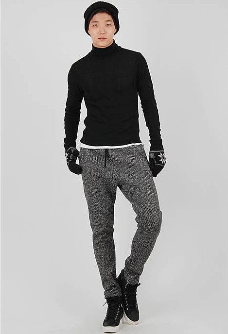 623b7b22 Утепленные спортивные штаны с оригинальной расцветкой модели для ...