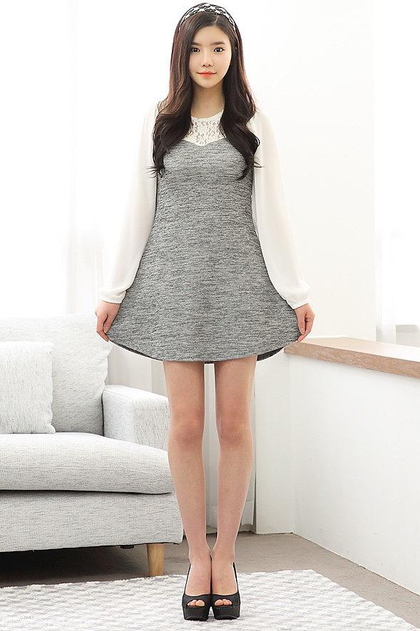 d029aa8e100 Серое платье с белой кружевной вставкой сверху купить в цвете серый ...