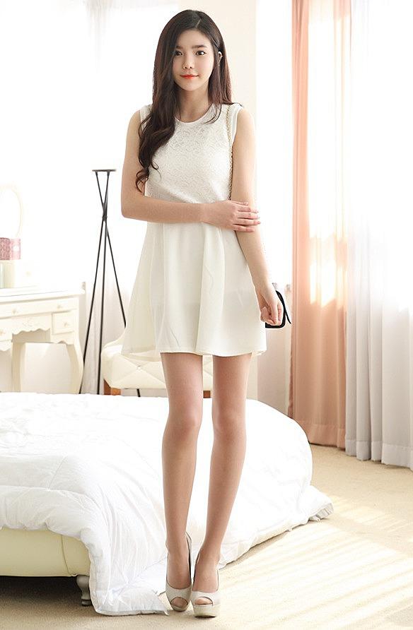 172a9891ed4 Приталенное платье без рукавов - новая модель летнего платья по ...