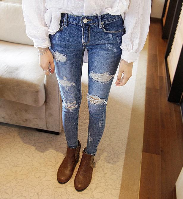 60df997cd5c Очень стильные рваные джинсы. цена  3220 рублей. женские рваные ...