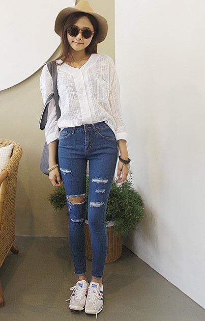 6bf119da31b Женские рваные джинсы. цена  3220 рублей. женские рваные джинсы в ...