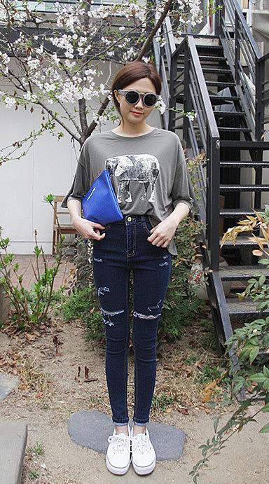 a64e5a3cd000 Рваные темно-синие женские джинсы