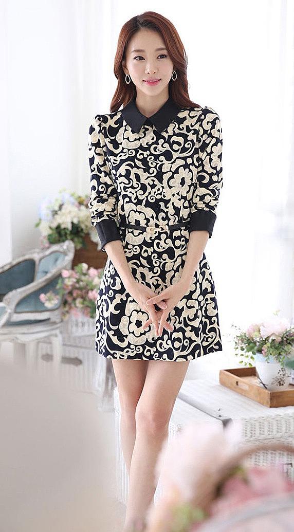 2adea7273a4bc4c Короткое платье с черно-белым принтом и пояском - новая модель ...
