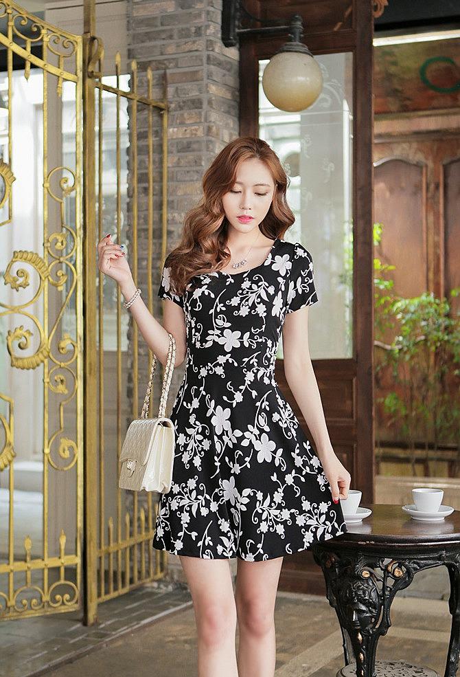 Черное с белым платье