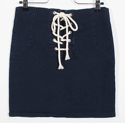 11f613320d9 Короткая джинсовая юбка с нарядной шнуровкой - цвет черный ...