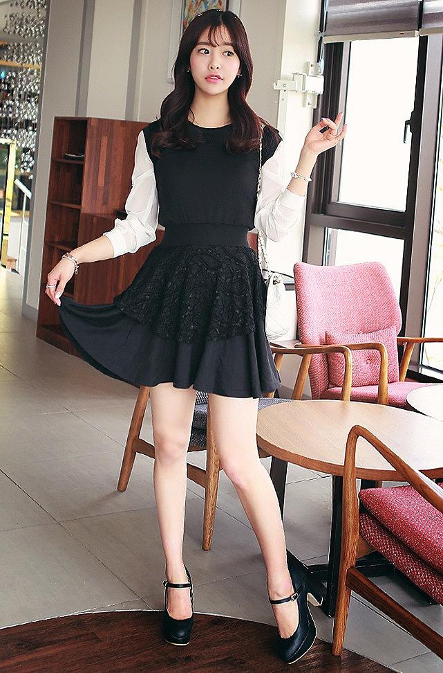 4ff2fc56aaa Черное платье с поясом-резинкой и кружевной вставкой на юбке купить ...