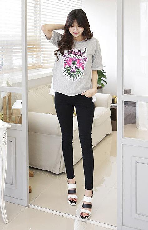 50735e7a70f Черные узкие женские джинсы заказать по низкой цене - 2240 рублей ...