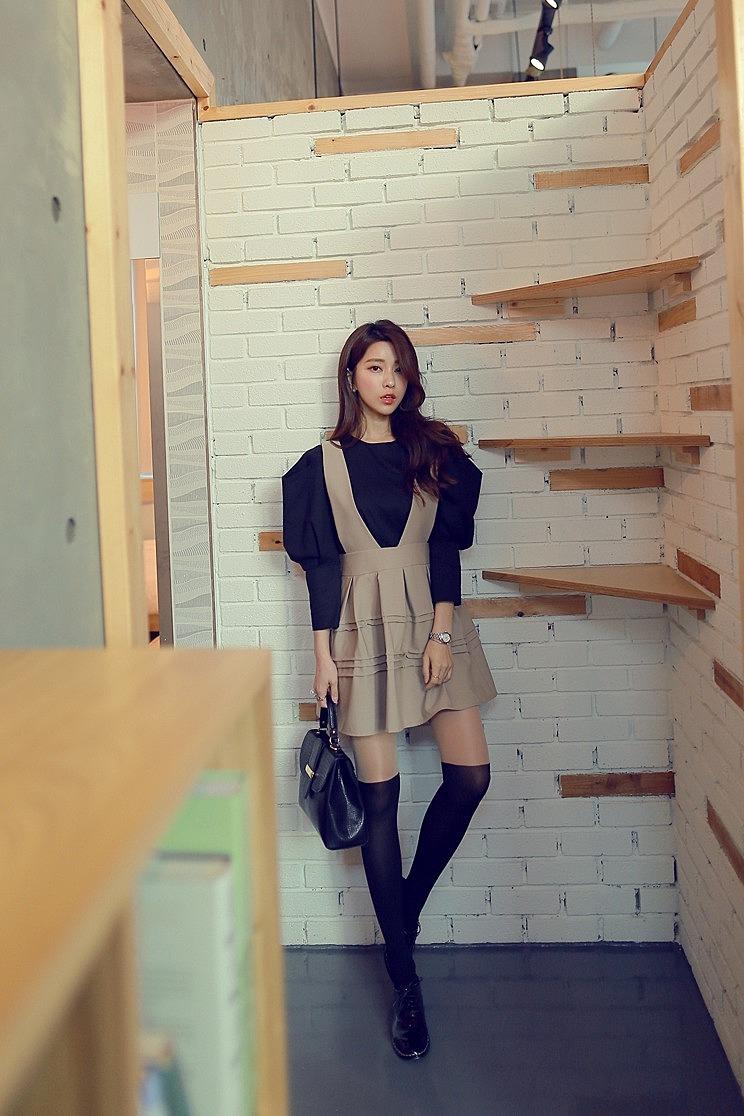 aa2d1ee44b6 Стильная блузка с широкими плечами купить в интернет магазине ...