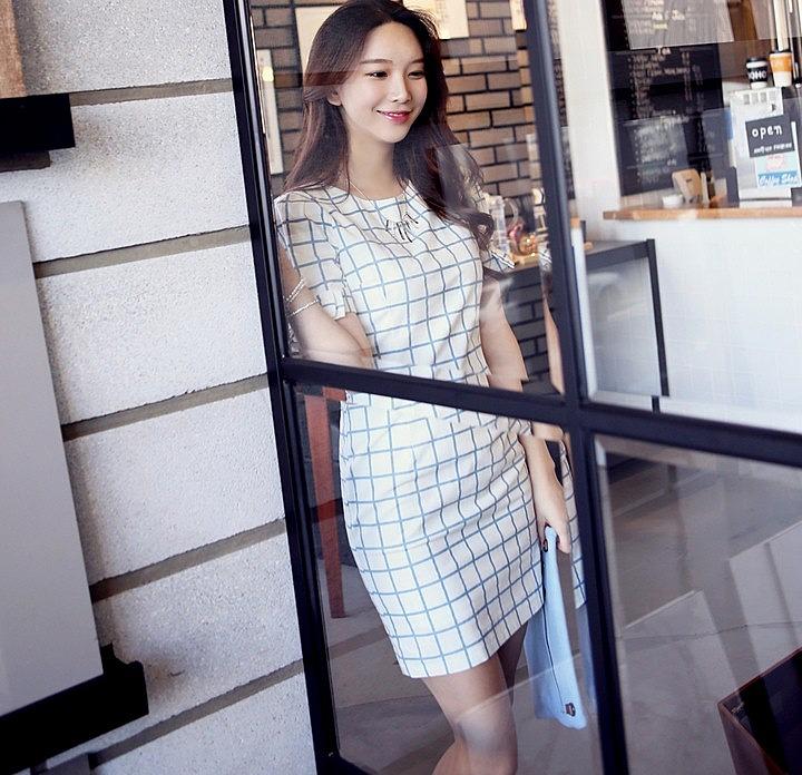 Белое платье в клетку фото