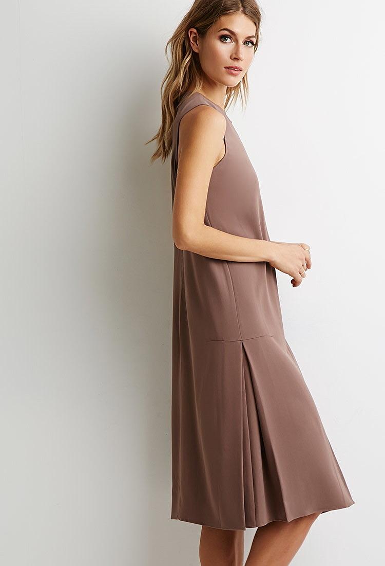 Платье по бокам складки