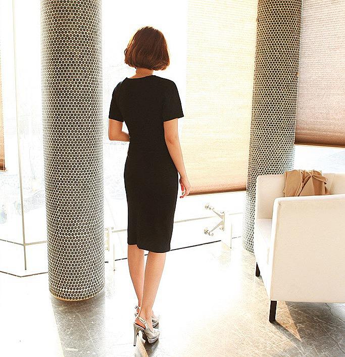 Какие украшения и аксессуары подходят под черное платье