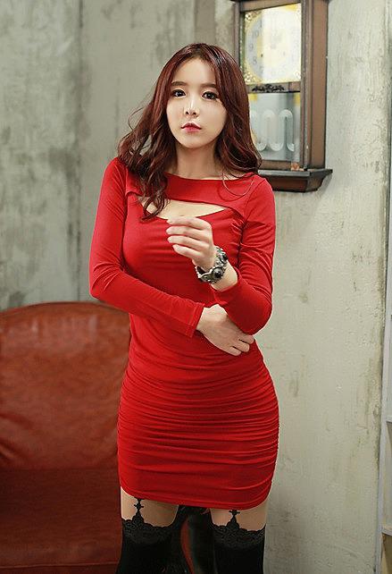 6509f1225c2e1ee Черное или красное платье с вырезом на груди купить в интернет ...