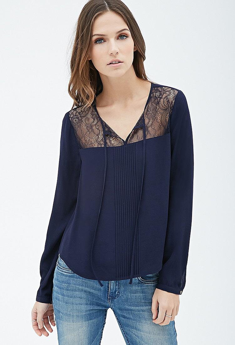 bf706c929b5 Блузка с вставками из кружева и защипами купить в интернет магазине ...